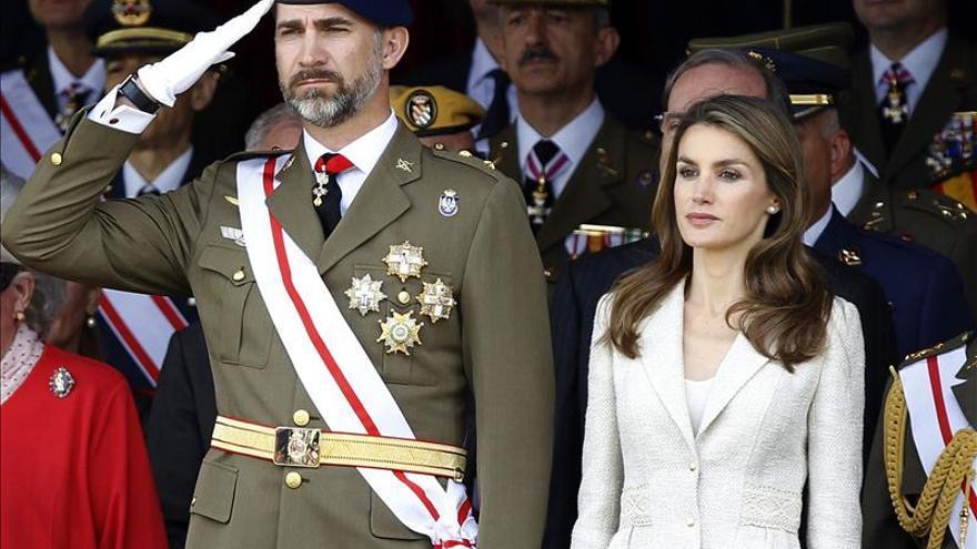 Los Príncipes presiden la jura de bandera de 160 civiles en El Pardo
