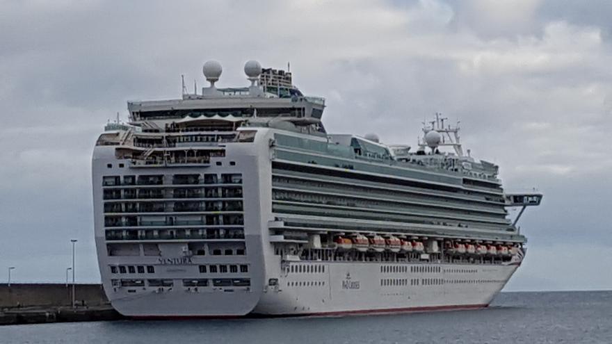 Imagen de archivo del buque 'Ventura' atracado en el Puerto de Santa Cruz de La Palma.