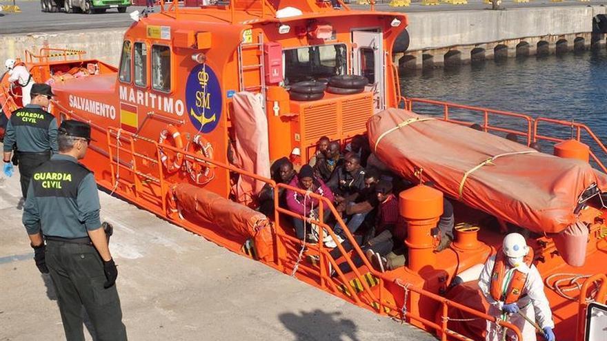 Interceptan una patera con nueve inmigrantes subsaharianos en el Estrecho