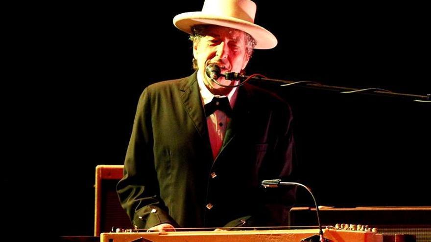 Dylan: nunca me pregunté si mis canciones son literatura, pero los Nobel sí