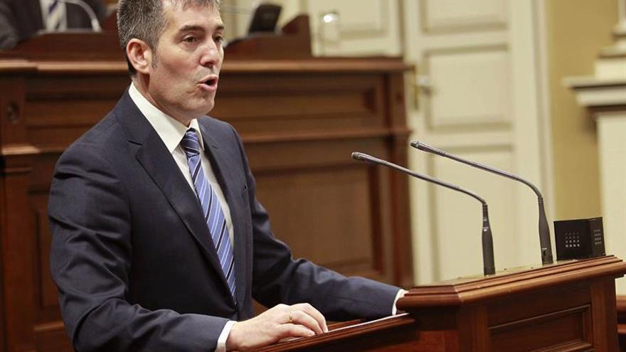El presidente del Gobierno de Canarias, Fernando Clavijo, durante su intervención en el pleno del Parlamento regional en su primer debate sobre del estado de la nacionalidad.