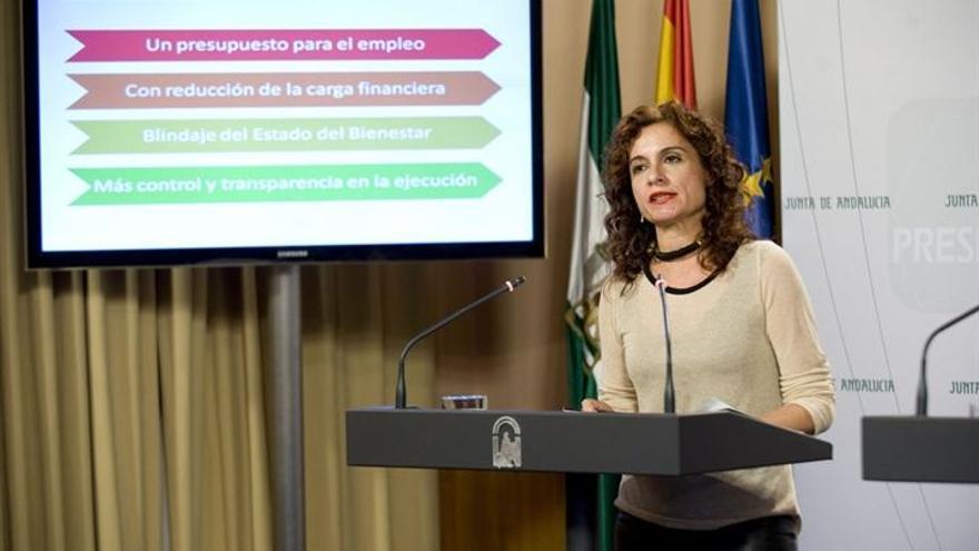 La consejera de Hacienda, María Jesús Montero, presentando los presupuestos andaluces para el año que viene.