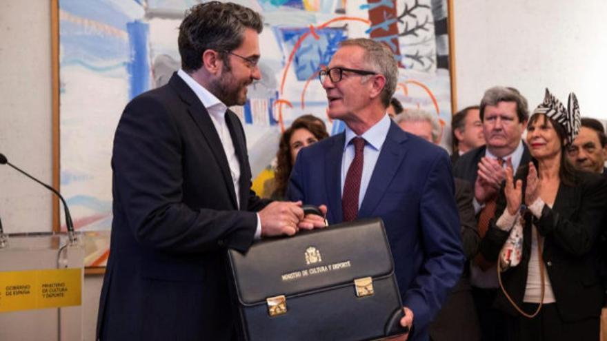José Guirao y Máxim Huerta intercambiando la cartera de Cultura