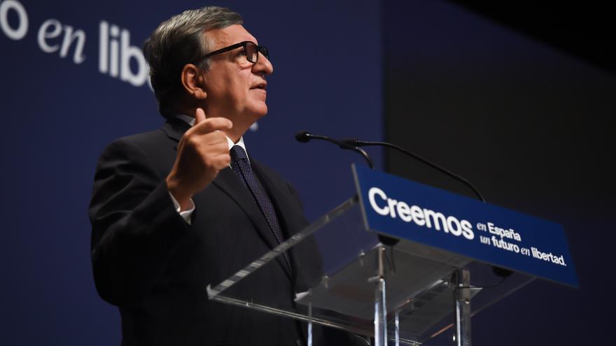 El expresidente de la Comisión Europea y de Portugal José Manuel Durao Barroso, durante la mesa titulada 'El mundo Post-Covid', en el marco de la tercera jornada de la Convención Nacional del PP, a 29 de septiembre de 2021, en Madrid (España).