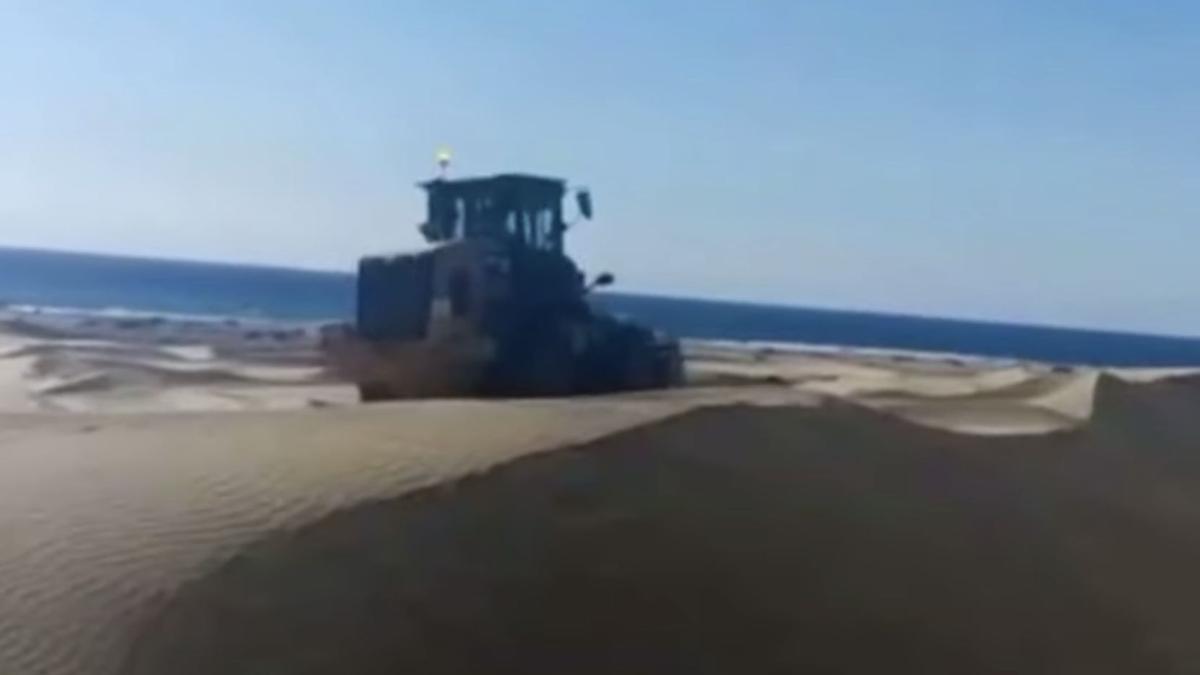 Tractor en las Dunas de Maspalomas