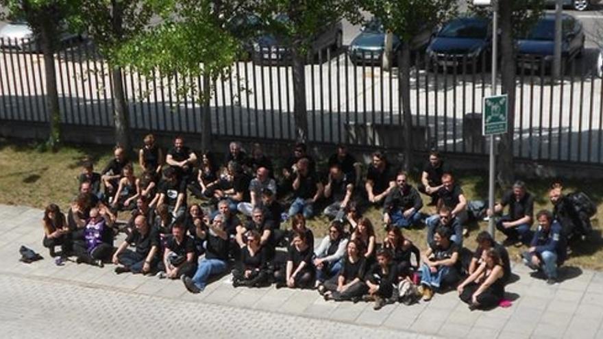 Sentada de 'viernes negro' en la sede de CMT en Toledo / Foto: Twitter CGT