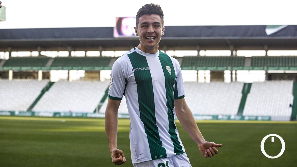 Alberto del Moral celebra un gol en El Arcángel