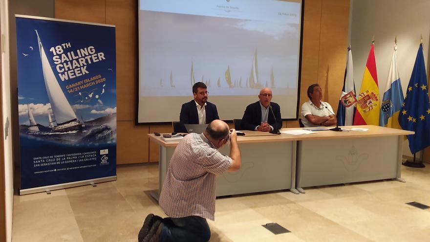 Presentación de la prueba este martes en la sede de la Autoridad Portuaria tinerfeña, con Pedro Suárez en el centro de la foto