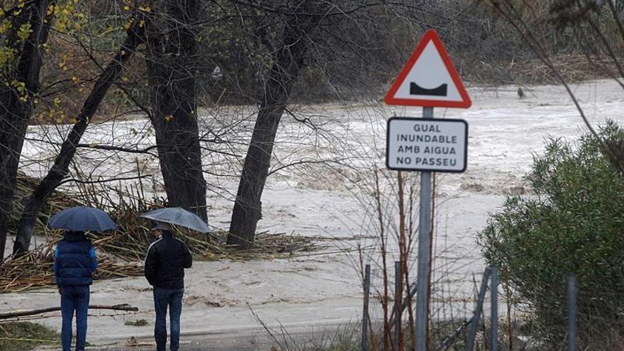 Desbordamiento del río Clariano a su paso por Ontinyent ocasionado por el fuerte temporal de lluvia