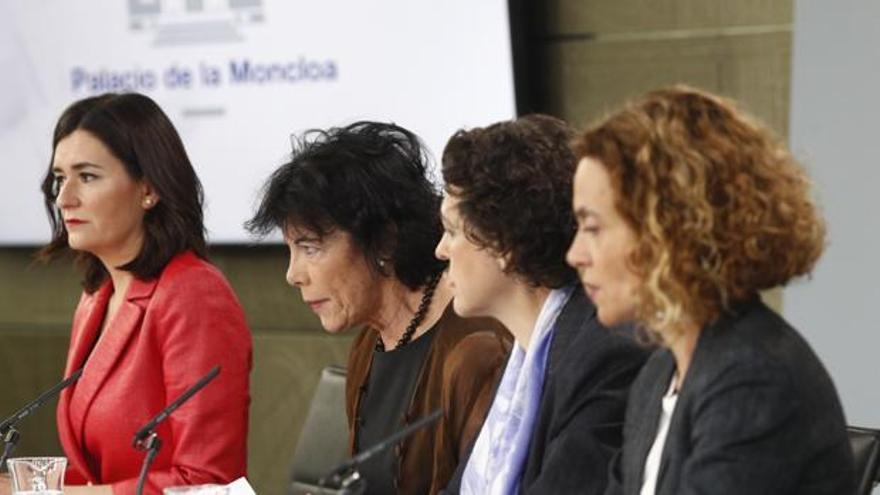 La portavoz del gobierno Isabel Celaá junto a las ministras Montón, Valerio y Batet. EFE