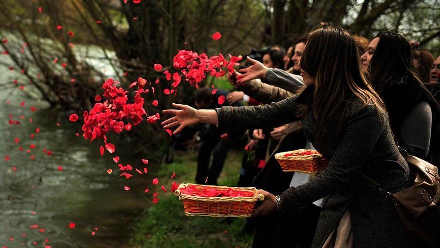 Ceremonia del día del pueblo gitano