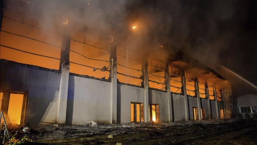 Merkel visitará mañana el centro de refugiados atacado por neonazis