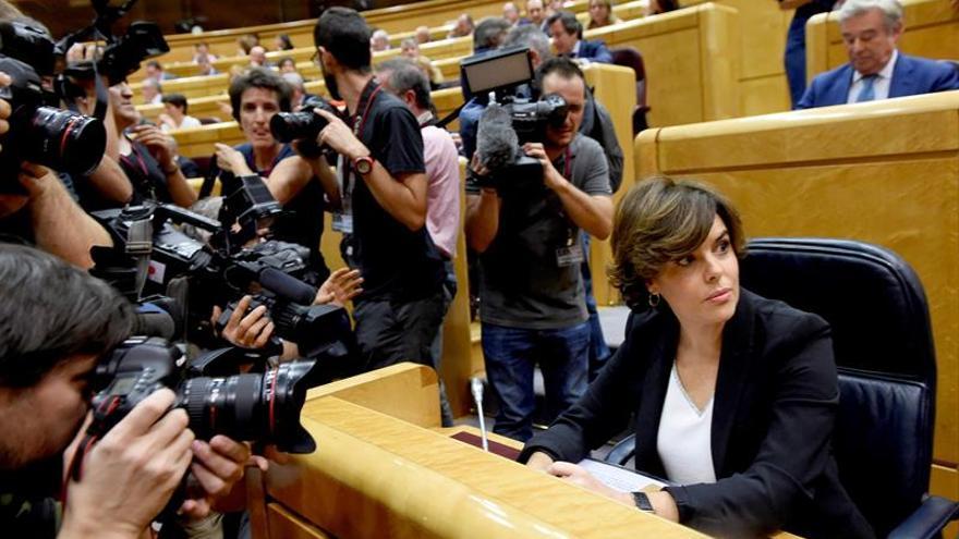 """Sáenz de Santamaría defiende el 155 para """"rescatar"""" a Cataluña y retornar a la ley"""