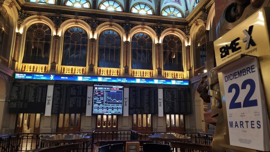 La Bolsa española sube el 0,96 % a mediodía y roza el nivel de 7.900 puntos
