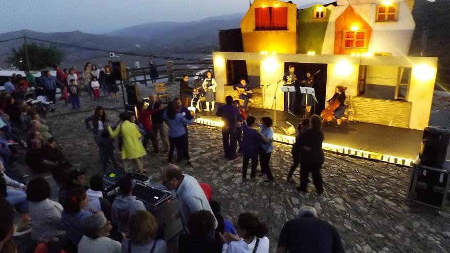 Noche de música y baile en el festival Me vuelves Lorca.
