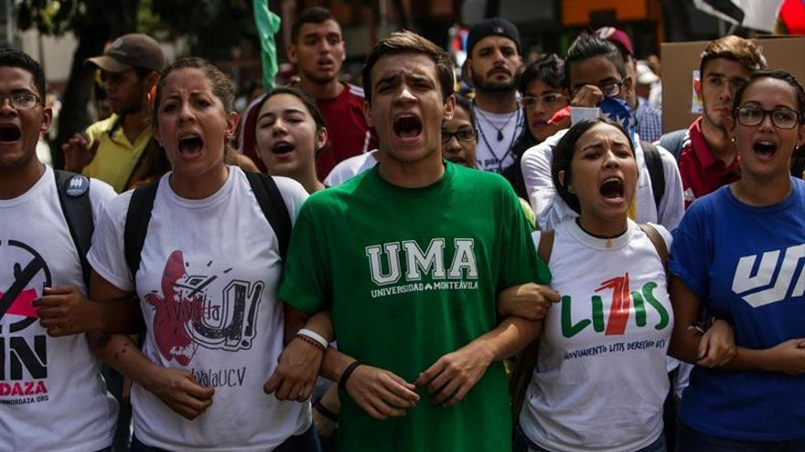 Estudiantes marchan en Venezuela para pedir resultados en el diálogo político