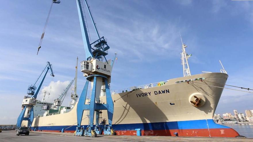Un buque atracado en el puerto de Castellón