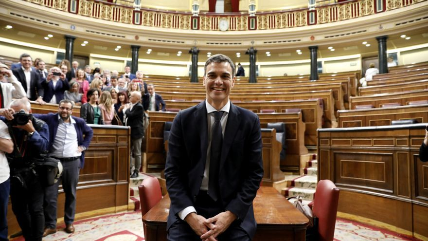 El secretario general del PSOE, Pedro Sánchez, en el Congreso tras la aprobación de la moción de censura contra Mariano Rajoy.