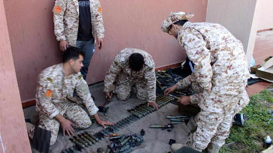 Al menos 15 soldados de las fuerzas bajo el mando del mariscal Jalifa Hafter, hombre fuerte de Libia, murieron hoy en combates con milicias afines al gobierno sostenido por la ONU en Trípoli (GNA) en el sur de la capital, informaron fuentes de Seguridad.