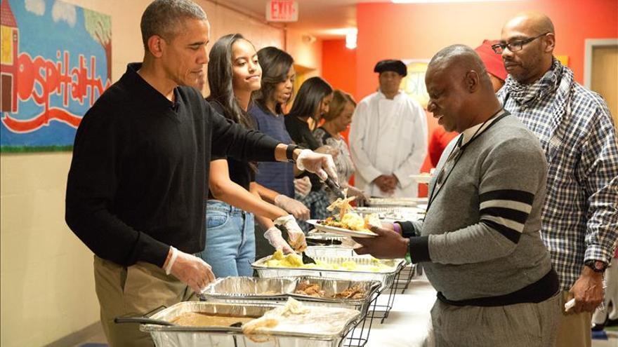 Obama destaca la generosidad de EE.UU. con los refugiados en el Día de Acción de Gracias