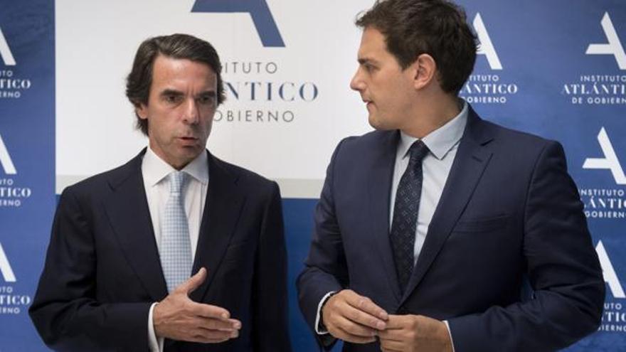 José María Aznar y Albert Rivera, durante la clausura de unas jornada a las que fue invitado el líder de Ciudadanos