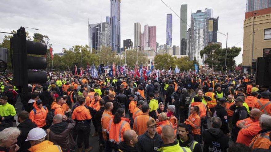Miles de australianos marchan para pedir salarios justos y seguridad laboral