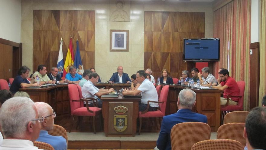 La constitución del Consejo Sectorial de Turismo de La Palma ha tenido lugar en el salón de plenos del Cabildo.