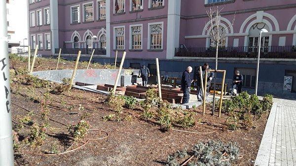 Trabajos de preparación del huerto comunitario de los Jardines del Arquitecto Ribera | Fotografía: JMD Centro