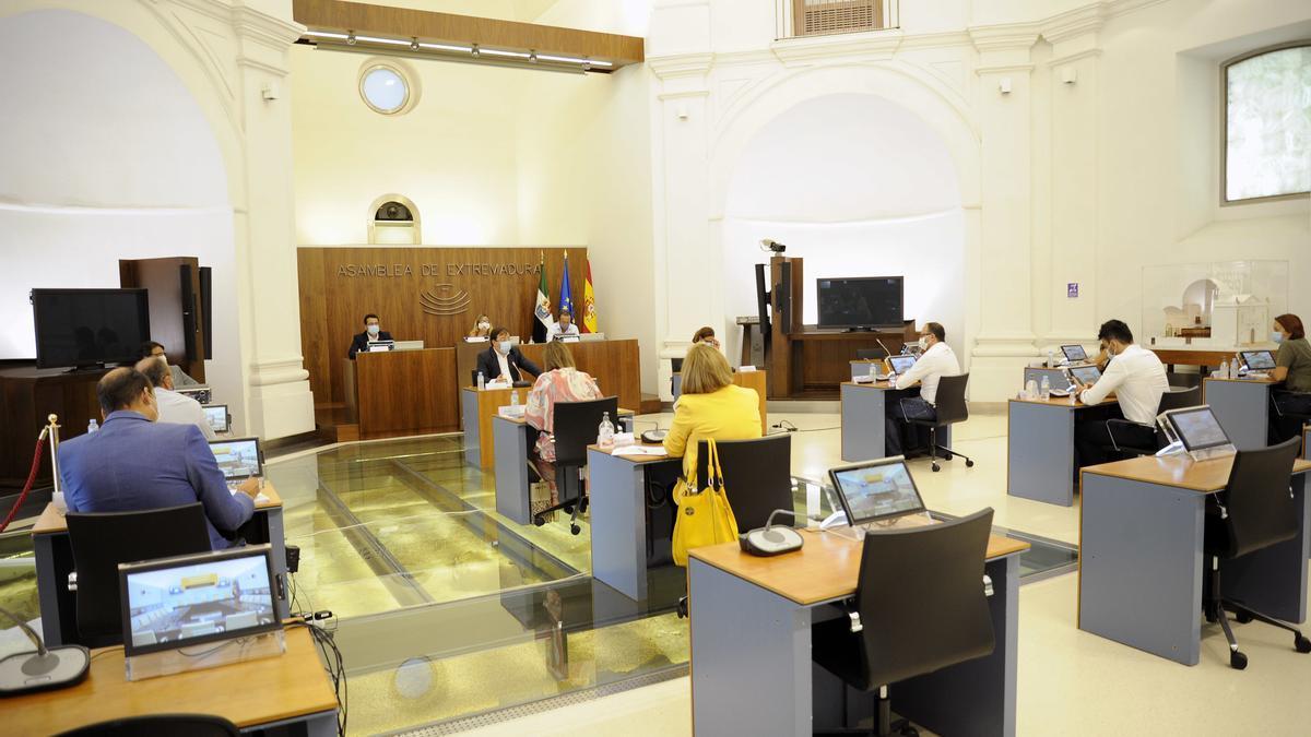 Reunión de la comisión de estudio de la covid-19 en Extremadura