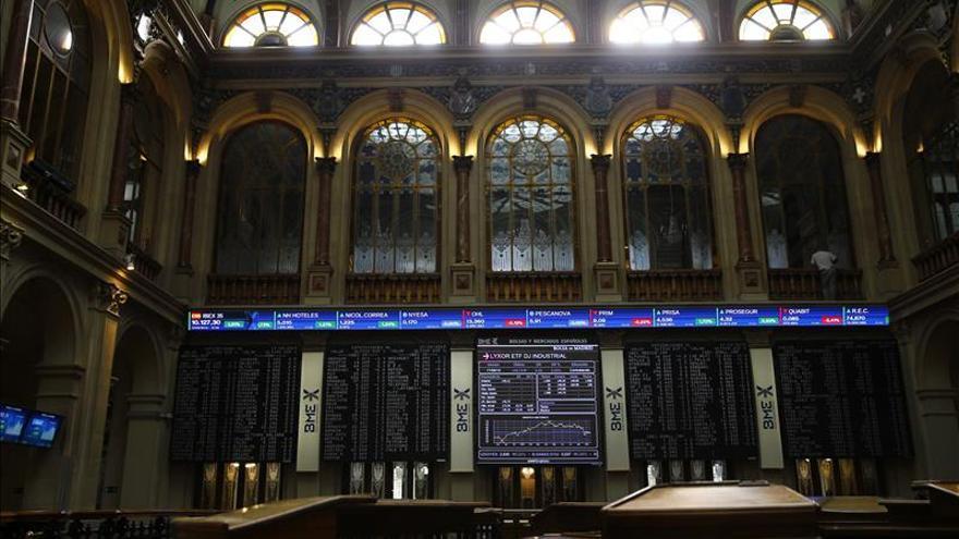 El IBEX cambia de rumbo y recupera a mediodía un 0,57 % y los 9.600 puntos