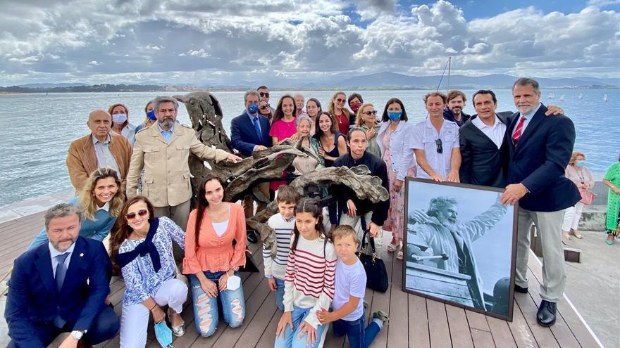 Inauguración de la escultura 'Paloma de la paz' en las dunas de Gamazo, en Santander, en recuerdo al navegante Vital Alsar