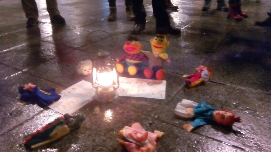 Muñecos y títeres en Toledo como apoyo a los titiriteros acusados / eldiarioclm.es