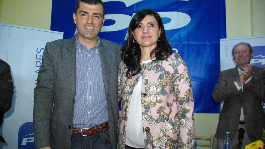 Manuel Domínguez, presidente insular del PP, y Milagros Pérez, exalcaldesa de Santa Úrsula pendiente de juicio, ambos del PP