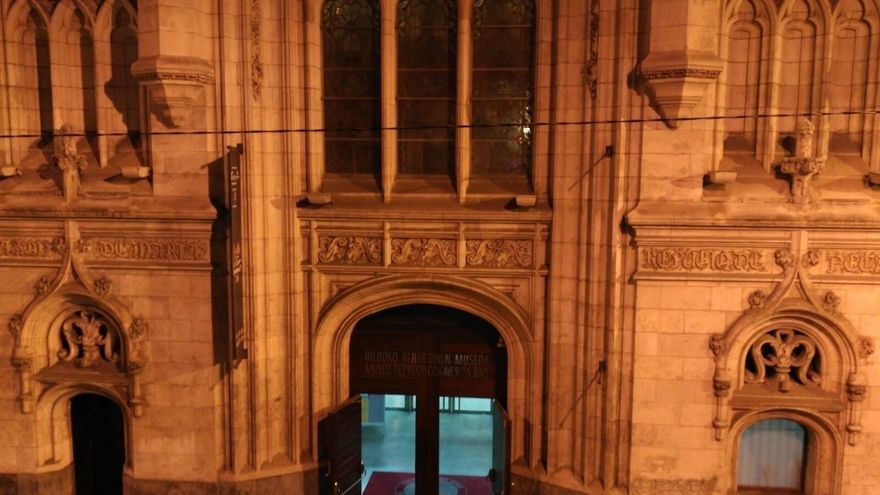 El Museo de Reproducciones Artísticas de Bilbao celebra once años en Bilbao La Vieja iluminándose únicamente con velas