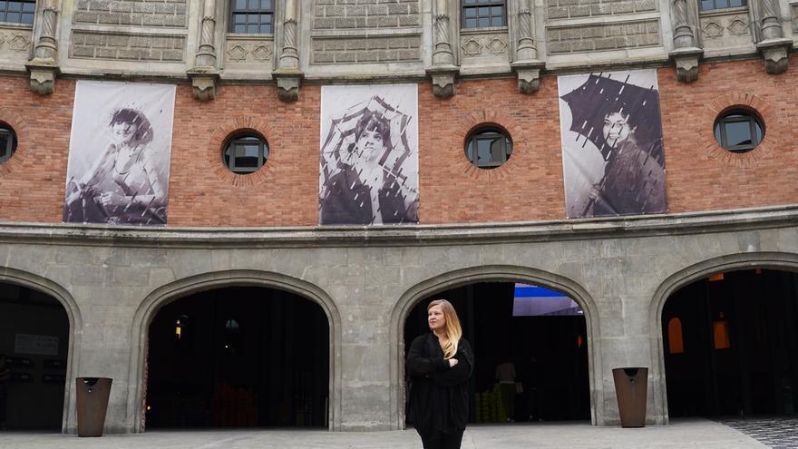 La artista Susana Blasco expone en la fachada de Azkuna Zentroa