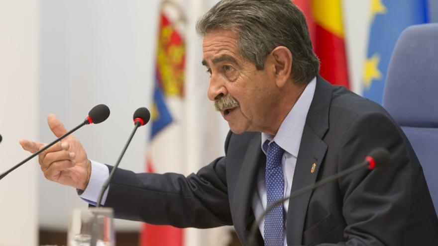 Revilla pedirá a Amancio Ortega una nueva donación para un proyecto sanitario en Cantabria