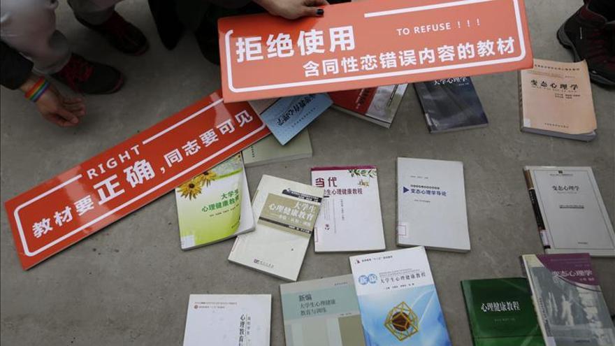 """El Gobierno chino responde ante la justicia por unos libros que """"demonizan"""" a los gais"""