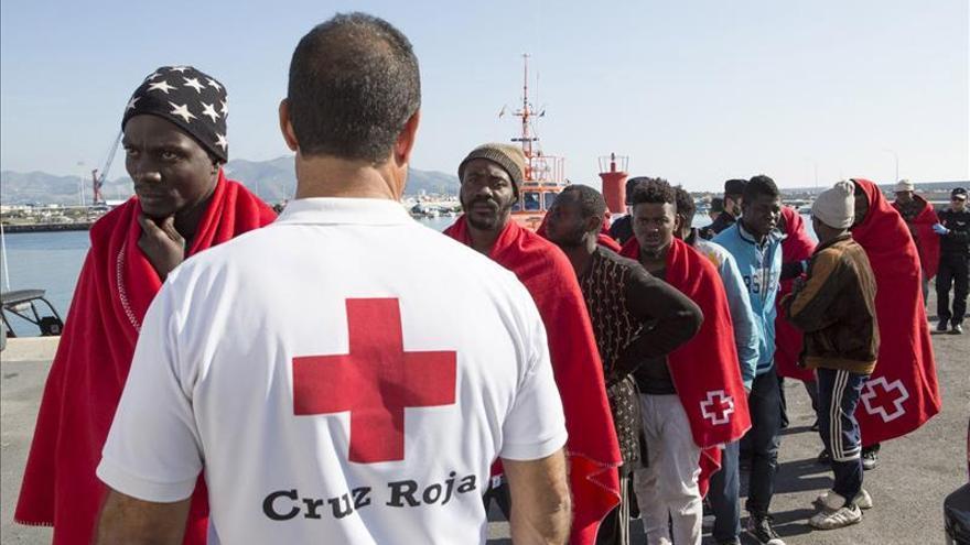 Llegan en buen estado a Motril (Granada) los 26 inmigrantes rescatados