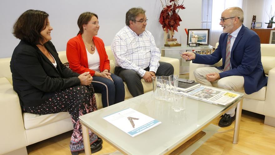 Sanidad estudiará reforzar los recursos profesionales y asistenciales de Noja en verano