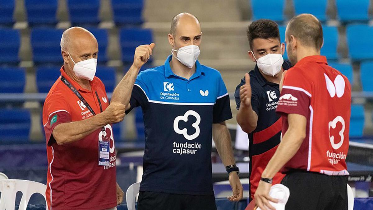 Jugadores del Cajasur Priego durante un partido.