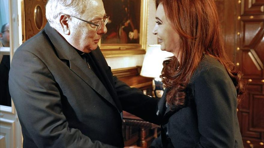 Obispos argentinos se reúnen para debatir consulta del Papa sobre familias