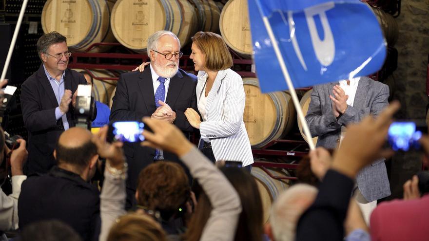 Miguel Arias Cañete y María Dolores de Cospedal en un acto de la campaña de las elecciones europeas. /EFE