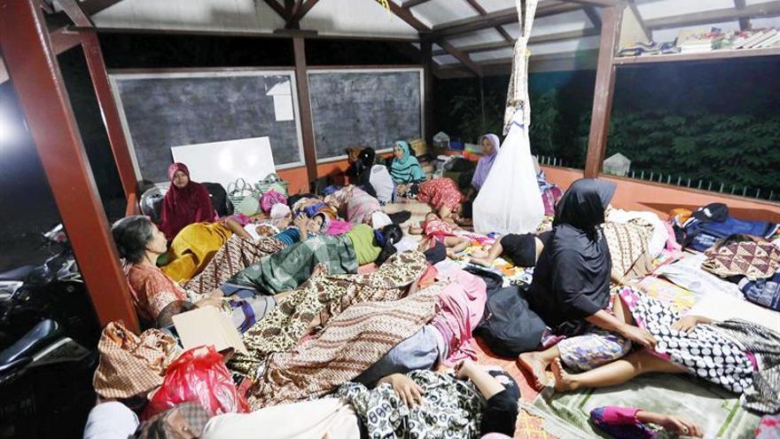 Reanudan la búsqueda de supervivientes del terremoto en Indonesia