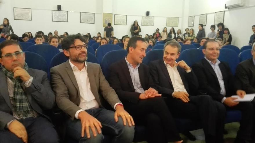 """Zapatero cree que la Unión Europea no estaba """"preparada"""" para el drama de los refugiados y que ha tenido """"claroscuros"""""""