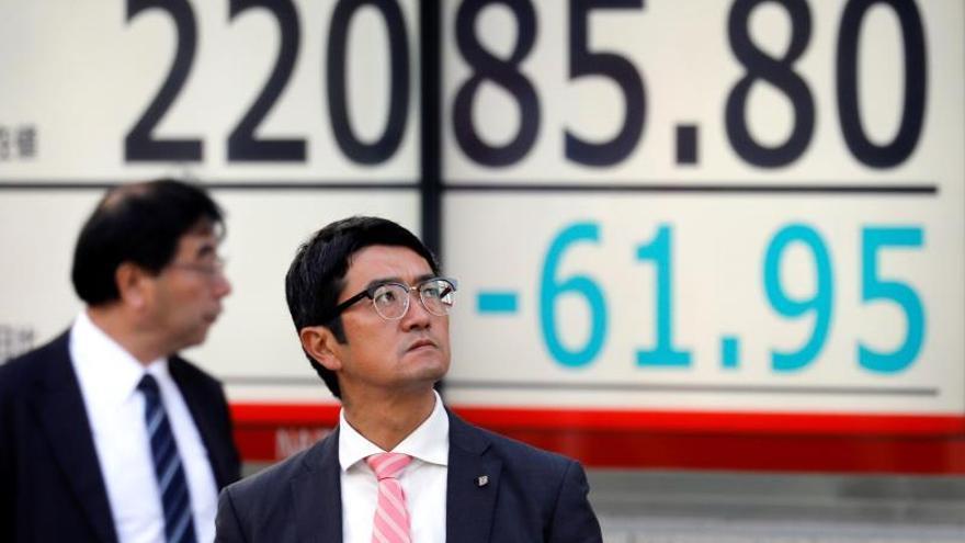 La Bolsa de Tokio baja un 0,08 % a la apertura, hasta 22.469,56 puntos