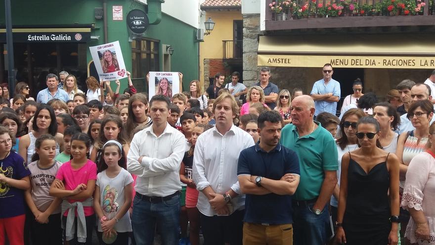 Minuto de silencio que ha tenido lugar en el Ayuntamiento de Reocín al que han asistido miembros de la familia.