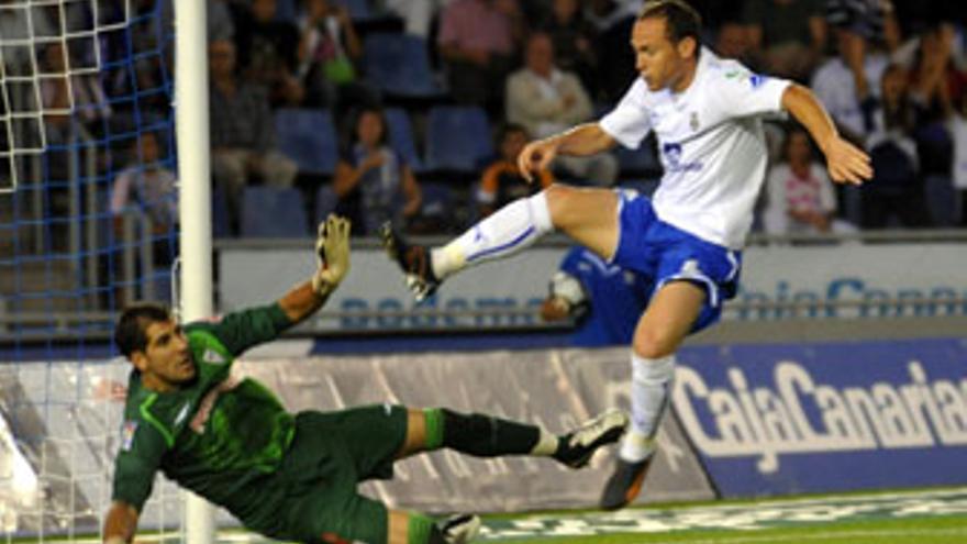 La racanería bilbaína encontró su castigo a cuatro minutos del final con un cabezazo de Mikel Alonso. (ACFI PRESS)