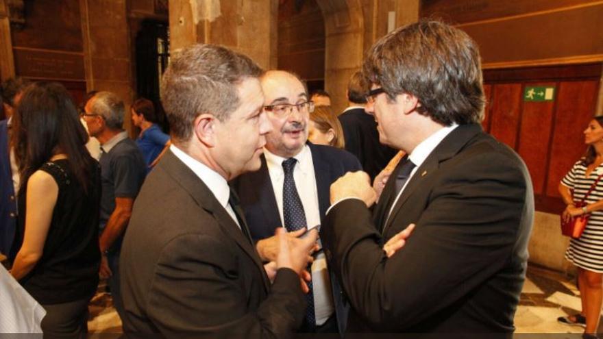 Emiliano García-Page con el presidente de la Generalitat, Carles Puigdemont