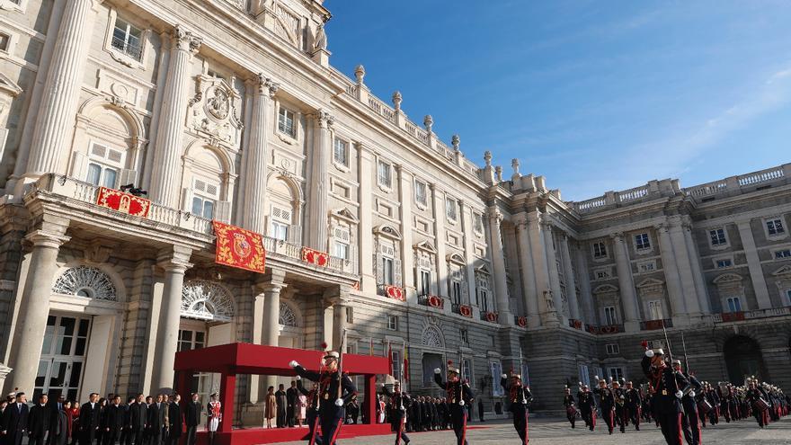 Desfile de recibimiento de la Guardia Real celebrado este miércoles en el Palacio Real