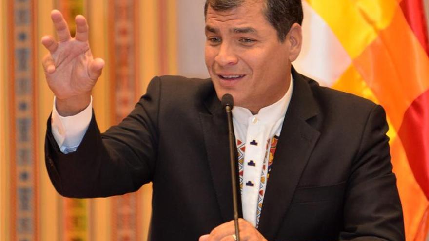 Correa amenaza con sancionar a diputadas oficialistas pro aborto libre